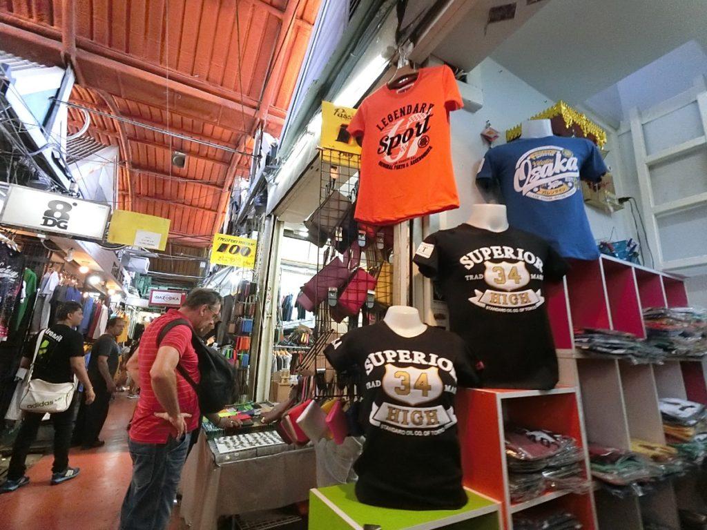 ウィークエンドマーケット Tシャツ