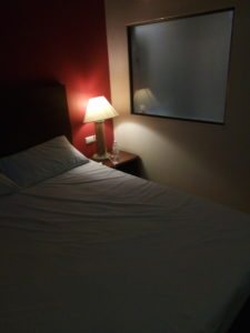 男のタイ旅行 ホテル寝室