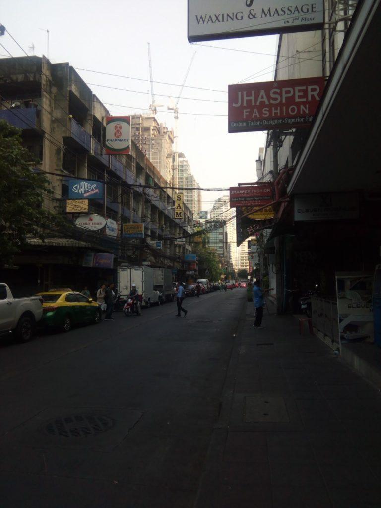 朝のバンコク 男のタイ旅行