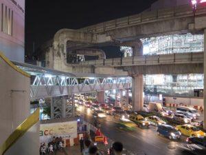 タイ hotel 駅