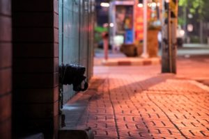 道がデコボコ、バンコクの歩道